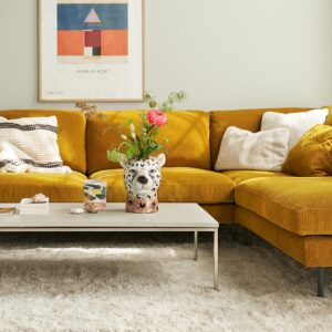 SIGGE_interior_3seaterleft_corner90_benchright_moss1_mustard_3